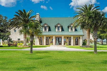 Paradise on the Prairie - El Campo - Casa