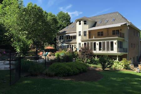 Comfortable, spacious, and quiet garden apartment. - North Potomac - Apartment