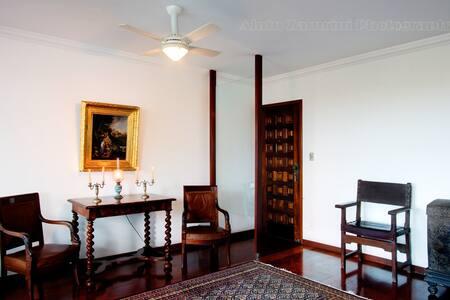 Spacious 4 bdrm apt with open views - Salvador - Apartment
