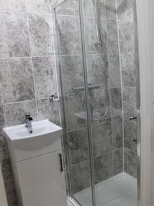 Large Room, En Suite with Easy Access to City (12) - Ilford
