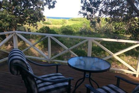 Quiet beach front unit ocean views - Apartament