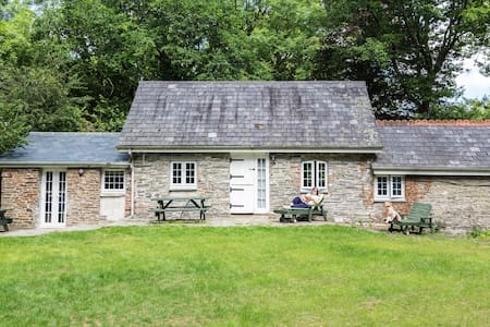 Charming cottage with wood burner near Looe - Casa