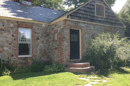Charming, cozy 1930s stone cottage