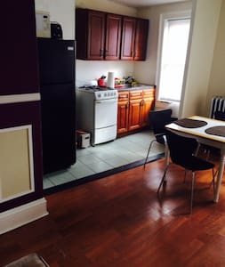 Sunny room for rent in cool Astoria. The room features a full size bed, a huge closet and receives plenty of sunlight. Located just 15 minutes from Manhattan. Close to bars, shops, restaurants and a rock throw from the NYC skyline view, a must see!