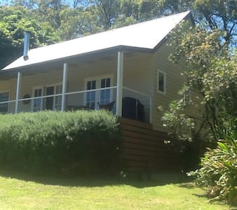 Private timber Cottage in Red Hill. - Red Hill South - Bed & Breakfast
