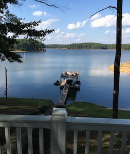 Allatoona Lake Front Cabin, Peaceful Fall Getaway - Srub