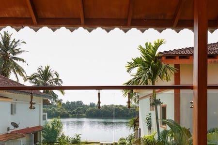 Charming River View Villa - Ház