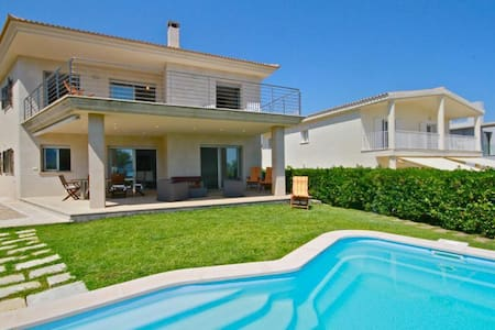 Chalet/villa en primera linea playa - House