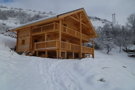 "CHALET  DES SOURCES   ""appartement L'EGLANTIER "" - Saint-Paul-sur-Ubaye - Bungalo"