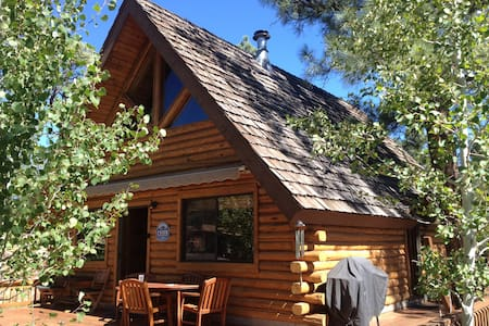Log Cabin Retreat in Munds Park - Cabin