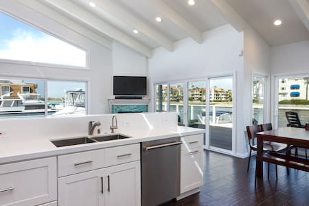 Waterfront House in Oxnard - House