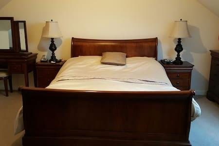 Charming en-suit king bedroom - Portlethen