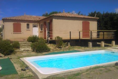 maison de plain pied avec piscine - Moussan - Villa