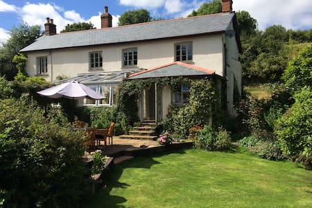 Farmhouse in unspoilt countryside. - Pennymoor - Bed & Breakfast