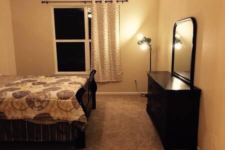 2 bed/ 2 bath 1350 sqft large condo