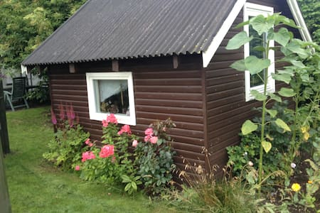 Large garden with small cabin - Hillerød - Cabin