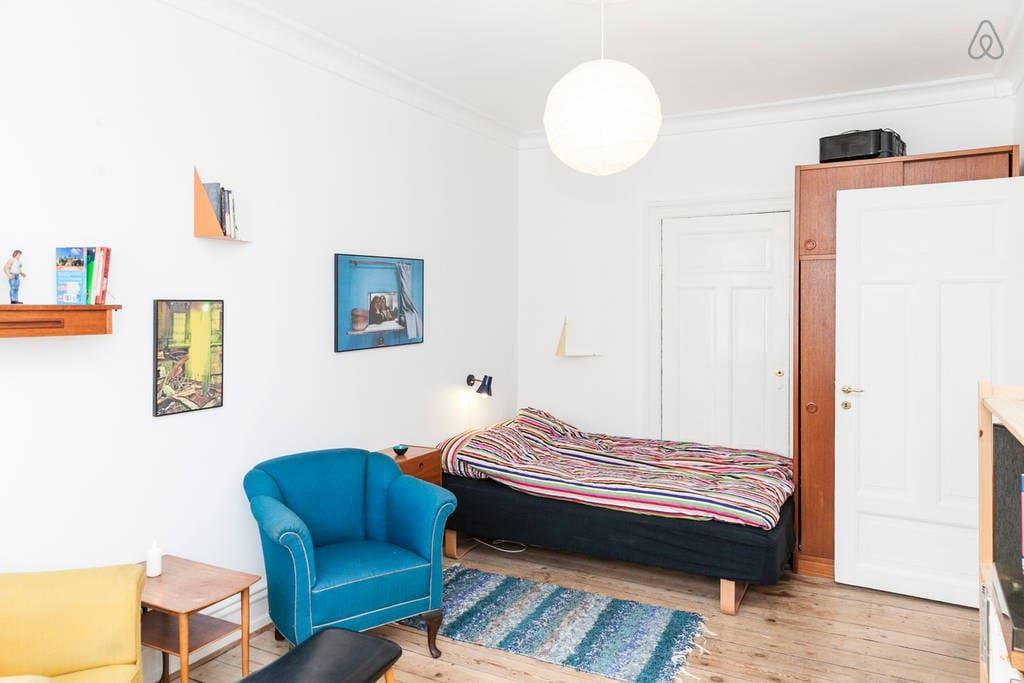 Bright room in hip area