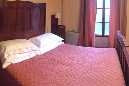 Camera con bagno privato in Villa storica - Bed & Breakfast