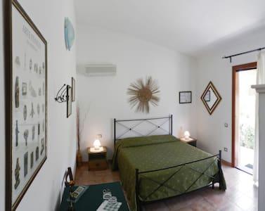 B&B Pula, camera privata con bagno - Bed & Breakfast