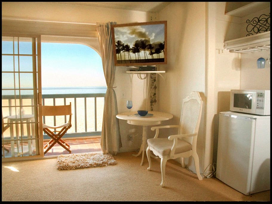 Mini refrigerator, microwave, coffee pot and wine glasses just for convenience. Your welcome to use the big kitchen downstairs aa well.