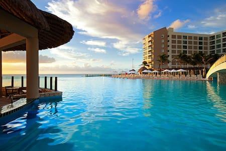 Beach/Oceanfront Premium Villa