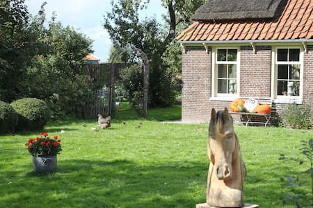 Old Farmhouse 30 min from Amsterdam - Huis