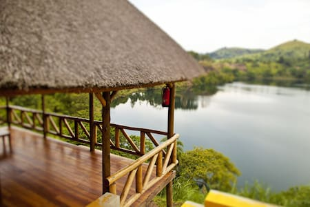 Crater Safari Lodge,Kibale National - Bed & Breakfast