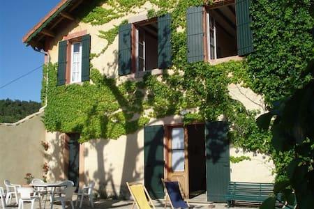 Gite dans exploitation viticole à proximité forêts - Bollène