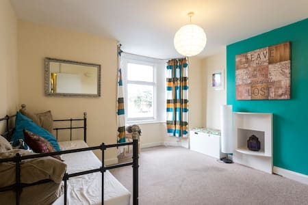 Authentic, Southampton experience in nice street. - Southampton - Apartemen