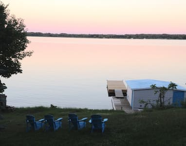 WATERFRONT COTTAGE-1000 ISLAND-ONT - 샬레(Chalet)