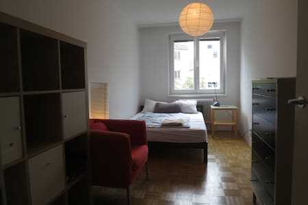 Cosy room in shared apartment near city center - Apartment
