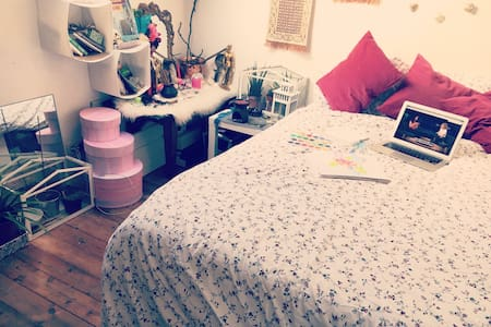 Big cosy room with Queen size bed - Wohnung