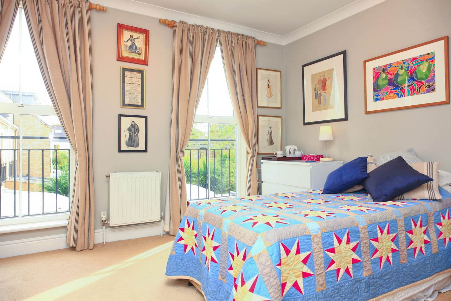 A light airy room overlooking the garden. Very quiet and warm.