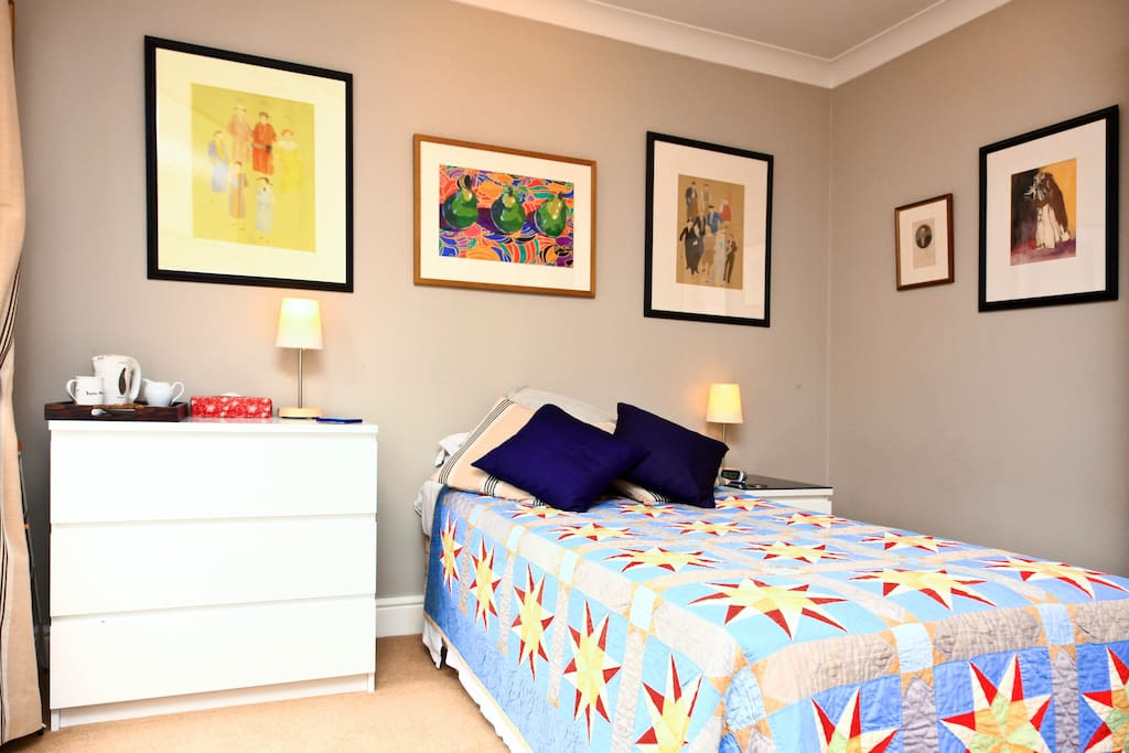 Quiet room and bathroom in Chiswick