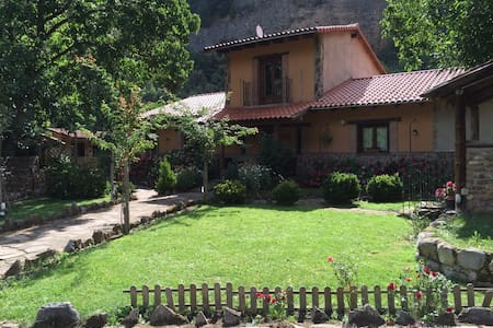 Farmhouse near the town - Panzares - Casa