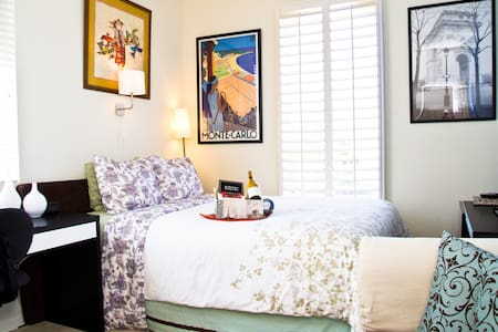 THE PARIS SUITE-CERTIFIED TOP RATED - Sacramento - Bed & Breakfast