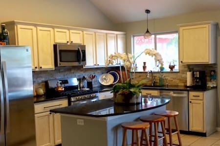 Private newly renovated home w/ new appliances - Casa