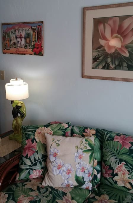 Vintage Artwork and 1950's chalkware lamps.
