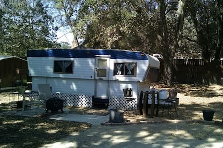 Glamping amongst the oaks - Camper/Roulotte