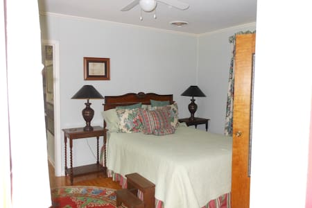 Wright-Swepston House - Wright Suite - Rosebud - Bed & Breakfast