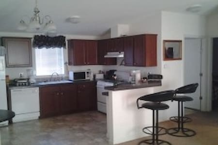 Off HWY 50  10 minutes to Downtown - Sacramento - House