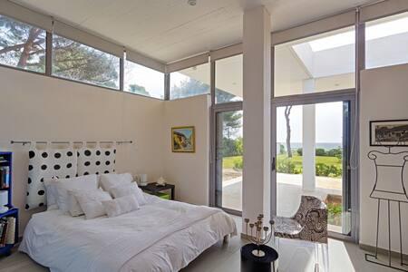 Private room in a villa in Marathon