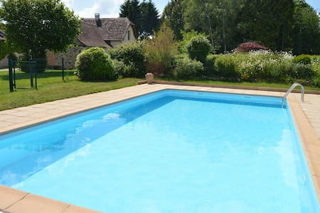 Chalet Toit Rouge - Cottage in Dordogne + Pool - Talo