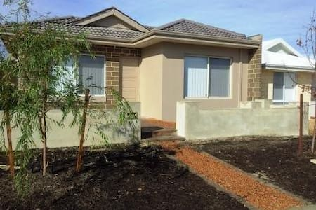 A new holiday home close to all amenities - Bungalow