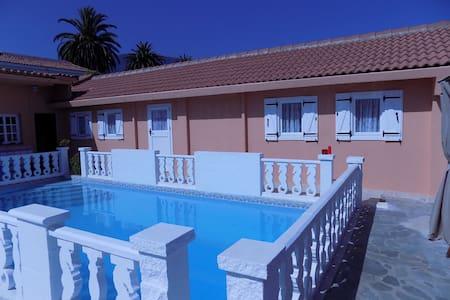 Villa con jardín y piscina (casa 2) - Los Realejos