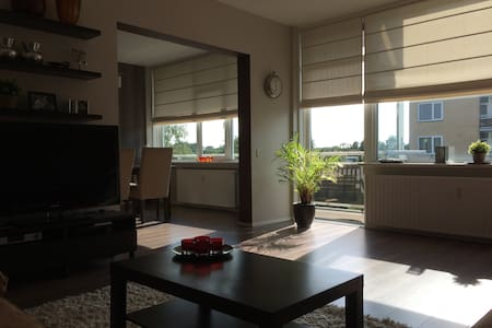 This well maintained apartment is located on the border between Amsterdam and Amstelveen. The shopping centre of A'veen is in walking distance and the tram/metro stop to the city centre of A'dam is just 2 minutes walking. Free parking and quiet area.