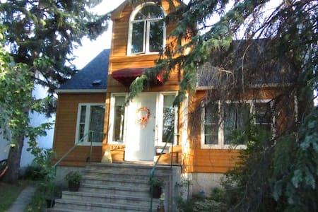 Close to the University of Alberta - Edmonton - Huis