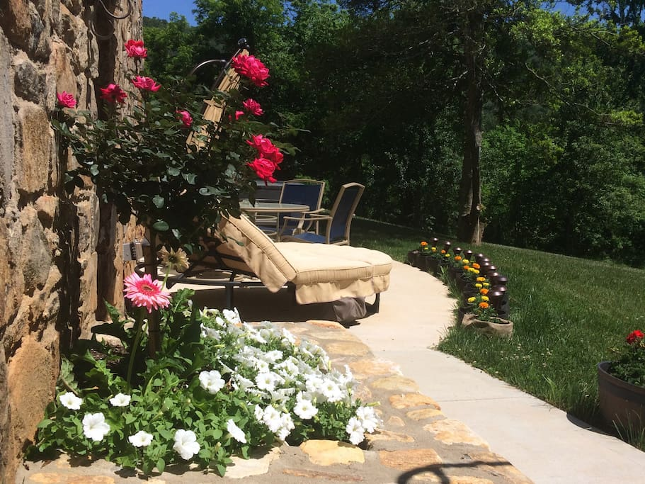 Private Flowering Deck with Hot-tub & Mountainous View