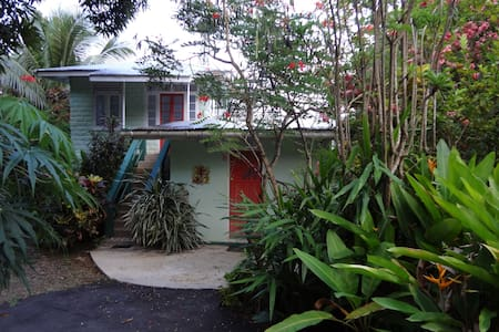 Private 1 BR a Block from the Beach - Charlotteville