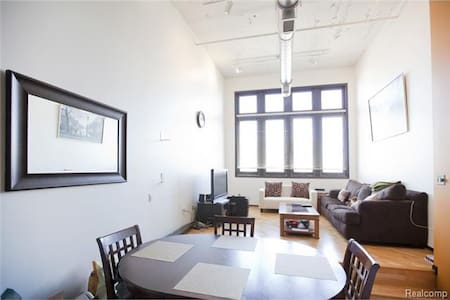 Spacious Bi-Level Midtown Loft - Detroit